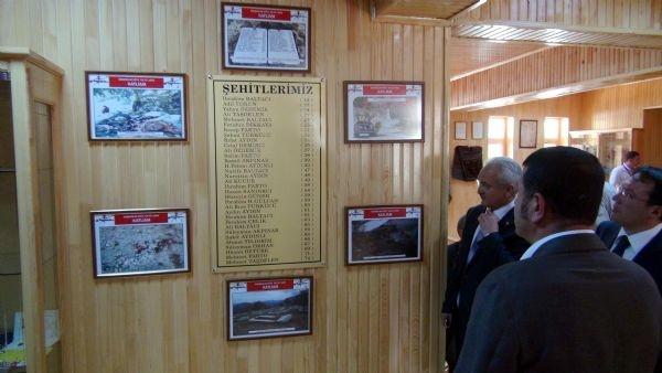 Başbağlar'da 33 köylü anıldı