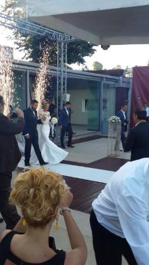 Petek Dinçöz evlendi