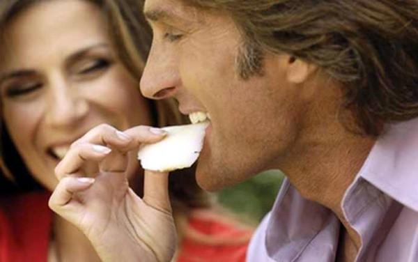 Dişlerinizi beyazlatmanın 5 doğal yolu