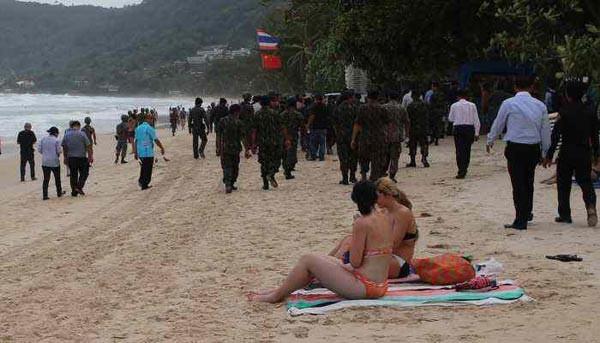 Cunta Tayland'ın en ünlü plajına girdi