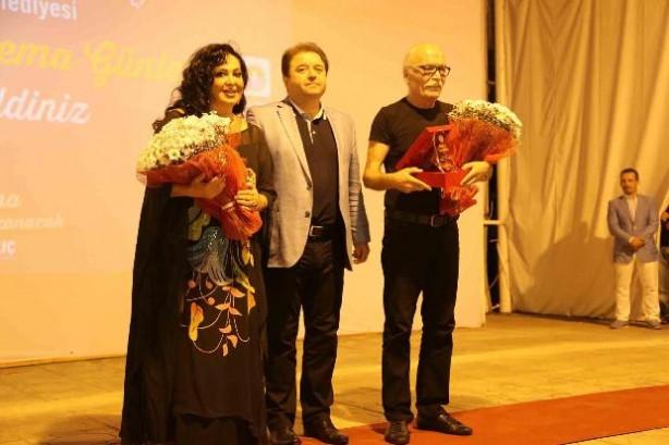 Türkan Şoray kendi filmini çekirdek yiyerek izledi