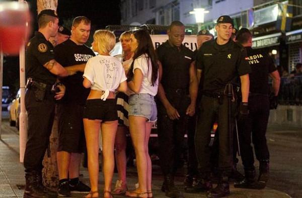 Toplu seks skandalı yetkilileri harekete geçirdi