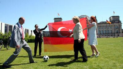 Türkü Almanı bir oldu!