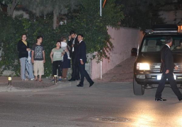 Kucağında çocuğuyla dakikalarca Başbakan'ı bekledi