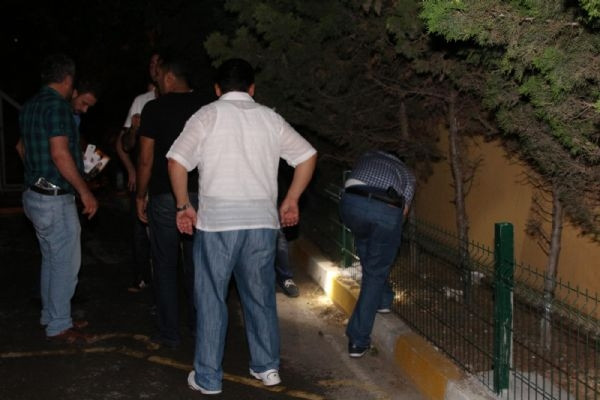 Polislerin üzerine ateş açıldı
