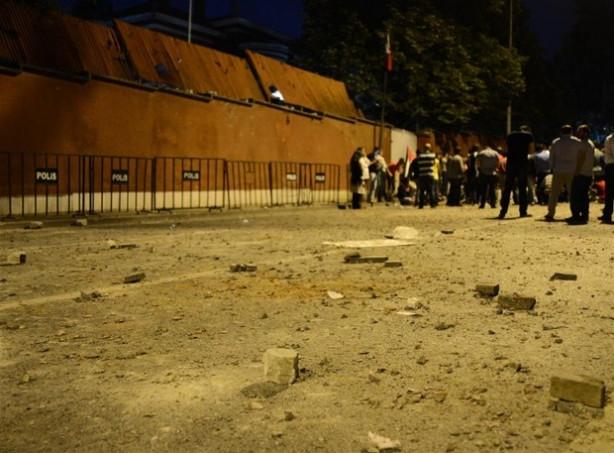 İsrail Büyükelçiliği'nin konutuna taşlı saldırı