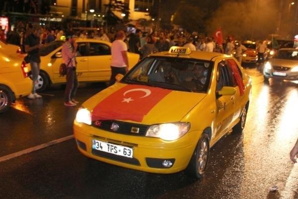 Taksicilerden İsrail Başkonsolosluğu Önünde Eylem