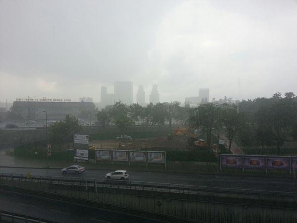 İstanbul'da yağmur sel gibi indi