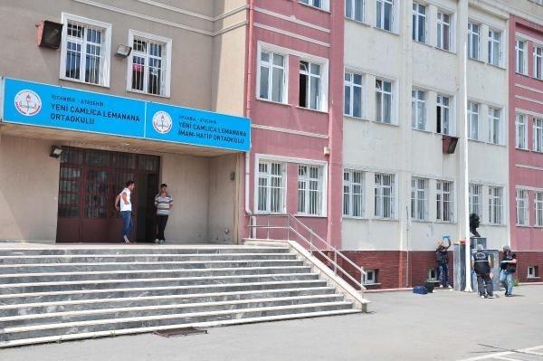 Ataşehir'de okuldaki Türk bayrağı indirildi iddiası