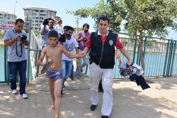 Kanalda yüzen çocuklara para cezası