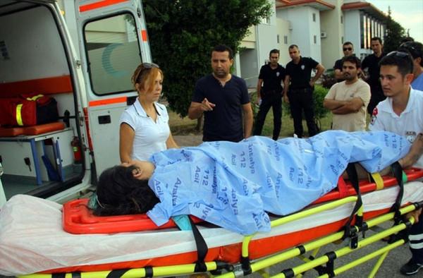 Saklıkent'te turistler selde mahsur kaldı