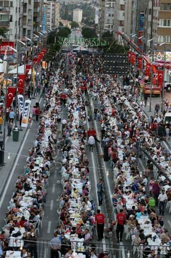 Sivas'ta 1.5 kilometrelik iftar