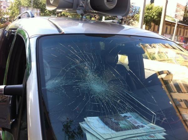 İhsanoğlu'nun seçim minibüsüne saldırı