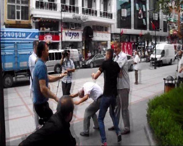 Demirtaş'ın standına tekme tokat saldırı