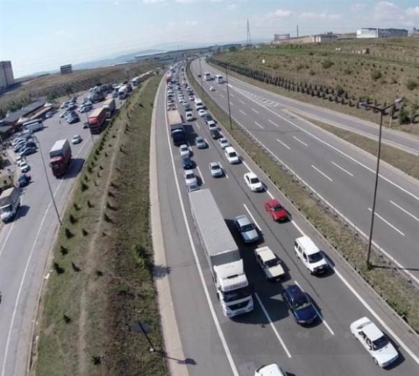 Trafik yoğunluğu arefe gününde de sürüyor