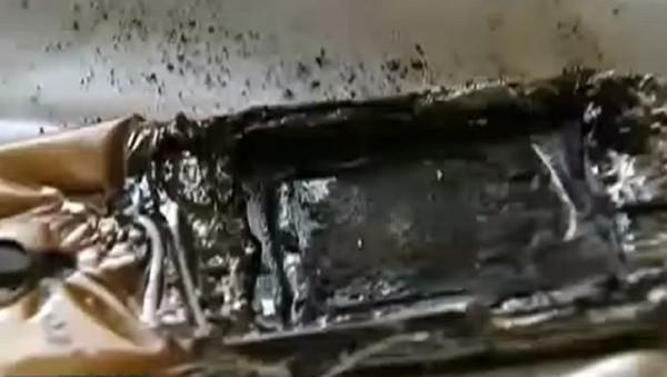 Yastığın altındaki telefonu patladı