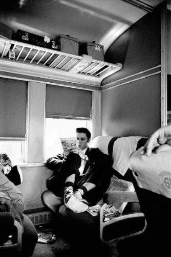 Elvis Presleyi hiç böyle görmediniz