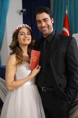 Birce Akalay ve Sarp Levendoğlu bu akşam evleniyor