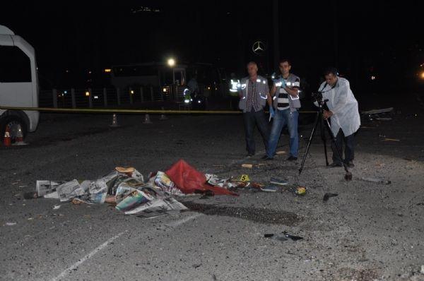 Otomobil durağa daldı: 2 ölü, 2 yaralı