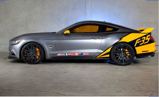 Türk bayraklı Mustang, 'hayır' için satılacak