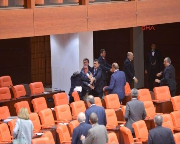 MHP ile AK Parti'li vekiller arasında kavga