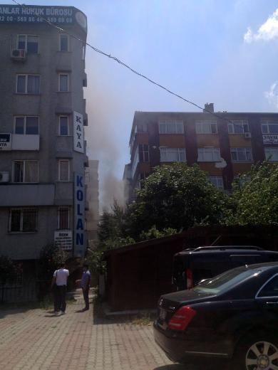 Bakırköy'de 6 katlı binada yangın