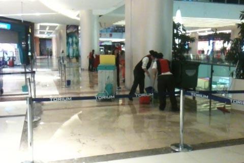 Beylikdüzü'nde alışveriş merkezini su bastı