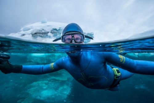 Su altında nefes almadan tam 22 dakika!