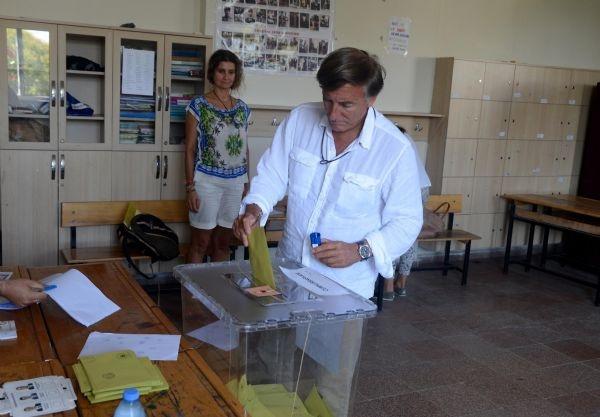 Tansu Çiller oy kullanmadı