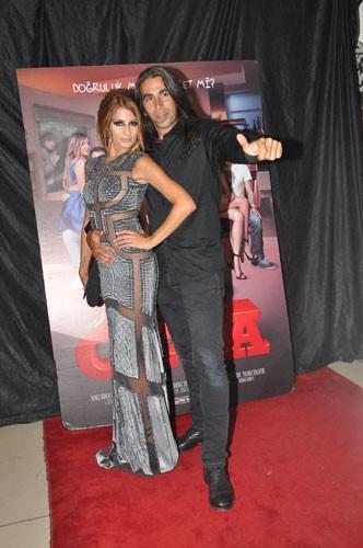 Gala'da kucak dansı skandalı