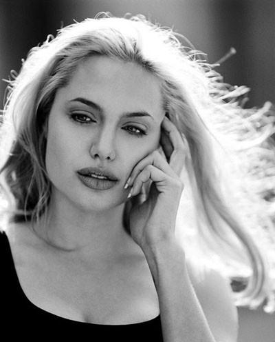Angelina Jolienin bu fotoğraflarını hiç görmediniz!