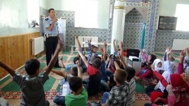 Camide çocuklara trafik dersi