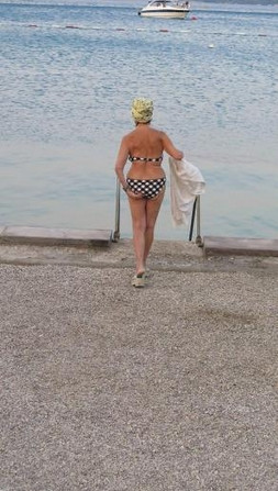 85 yaşında bikinili