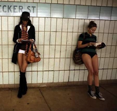 Metroda Pantolonsuz Gün