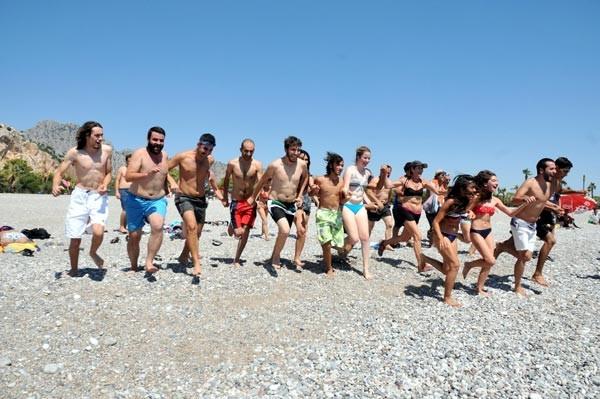 Kadınlı erkekli plaj protestosu