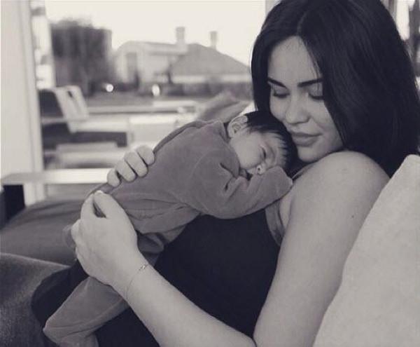 Yade annesi Zeynep Demirel'e benziyor