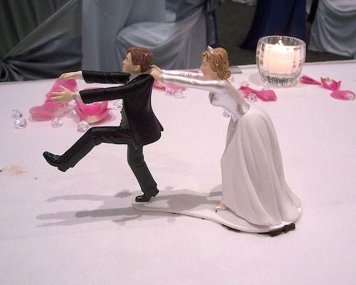 Evlenmek istemeyen adam ölmüş gibi yaptı