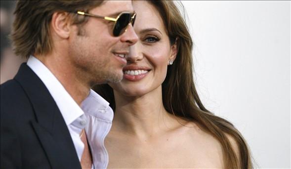 Brad Pitt ile Angelina Jolie evlendi