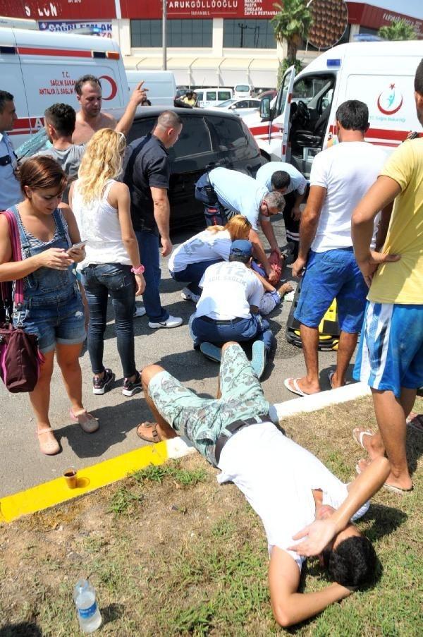 Sanatçılar kaza yaptı: 2'si ağır 5 yaralı