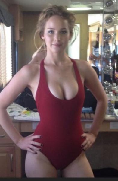 Jennifer Lawrence'a çıplak fotoğraf şoku