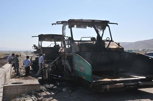 PKK, Muş'ta iş makinelerini yaktı