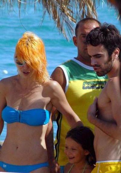 İşte bikinili Hande!