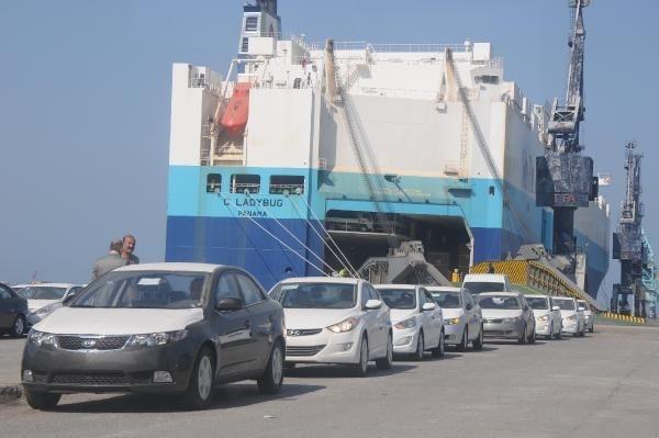 Suriye'nin 4 bin otomobili limanda bekliyor