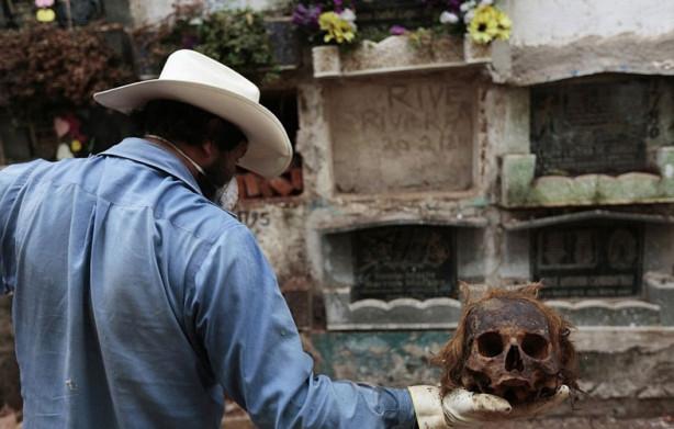 Kirasını ödemeyenlerin mezarı boşaltılıyor