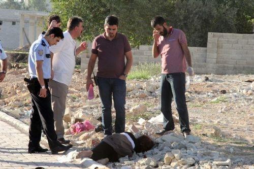 İple boğularak öldürülen kadının cesedi yol kenarında bulundu