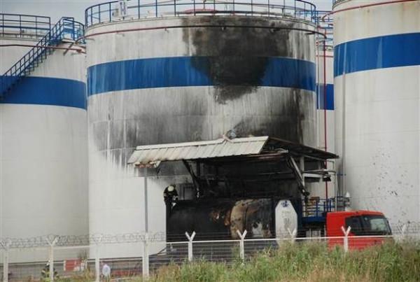 Tanktan Solvent yüklenen tankerde patlama