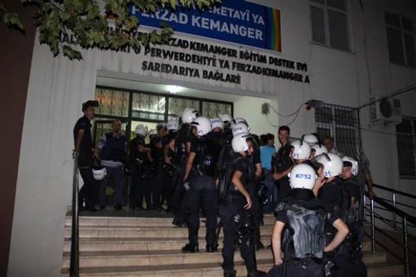 Muhabir bıçaklandı! 50 kişi gözaltında