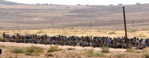 Suriyeliler sınıra yığıldılar