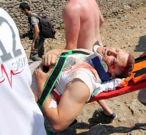 7 metrelik hendeğe düşen İngiliz turist ölümden döndü
