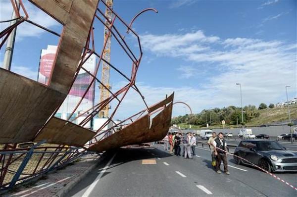 Merter'de güvenlik bariyeri çöktü